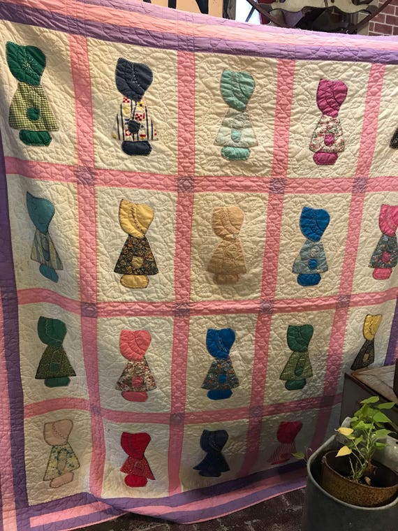 REDUCED - Vintage Sunbonnet Quilt w Purple Pink Border Indiana Hand Quilted Hand Stitched