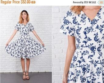 ON SALE Vintage 70s White Mod Dress Navy Blue Floral Dress A Line Medium 8386
