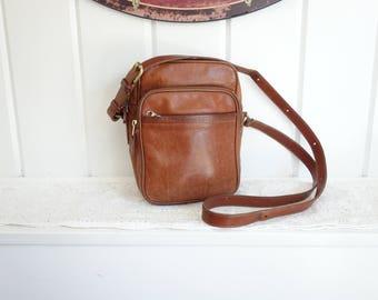 Vintage  1980s Classic Shoulder Leather Coach Saddle Tan Nutmeg Brown Camera Style  Crossbody  Bag Satchel
