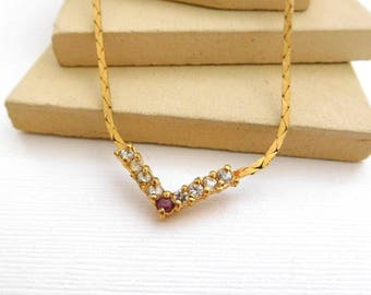 Vintage Violet-Red & Clear Rhinestone V Gold Tone Chain Necklace II31