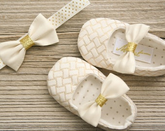 Sale 30% OFF size 6-9 months. Ivory gold baby shoes and headband, gold baby girl shoes, wedding flower girl outfit