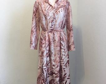 long sleeve burgundy and cream print dress with belt, 1970s vintage dress, Vintage Clothing