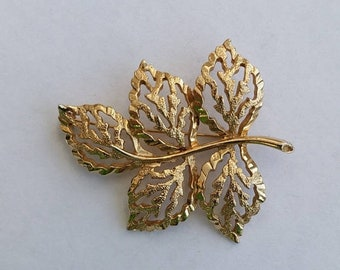 SPRING SALE Sarah Coventry Vintage Pin, Gold Tone Leaf Design Brooch. Signed Costume Jewellery.