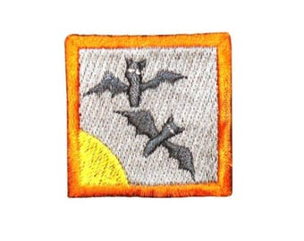 ID 0838A Bats With Moon Badge Patch Halloween Scene Embroidered Iron On Applique