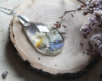 Clear Resin Necklace, Terrarium jewelry, Transparent resin necklace with real flower, pressed flower, nature jewelry, botanical pendant