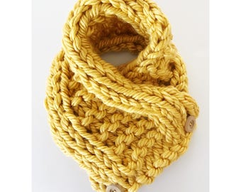 La Amiga Cowl - short soft chunky knit scarf with buttons