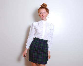 90s small green tartan high waisted mini skirt uniform green red blue boho Scottish fitted bottoms String Bean womens vintage clothes