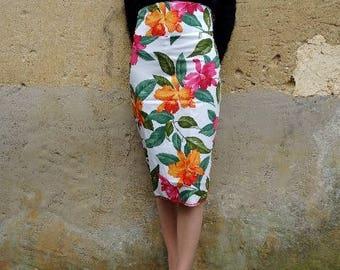 Jupe pencil taille haute rockabilly hawaïan hawaï hibiscus aloha fleur rétro pin up psychobilly skulls roses