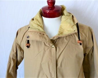 vintage 70's Cabelas solid khaki parka jacket zip up snap button capped hooded mid length rain coat goretex nylon lined raglan sleeve small
