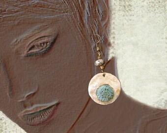 Golden bronze pendant, Fuchsia rhinestones
