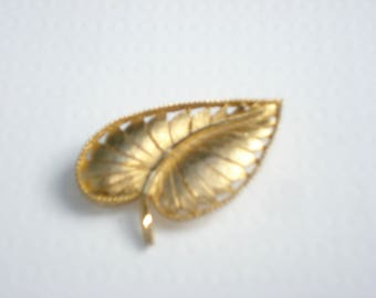 Vintage Gold Leaf Brooch Pin - Retro Costume Jewelry - Fall Fashion