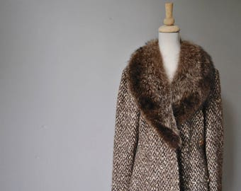 1960's Tweed COAT/Fur Collar /belted