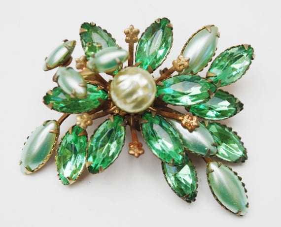Green Rhinestone Flower Brooch - White Greenish pearl - Gold metal - Mid Century Floral Pin