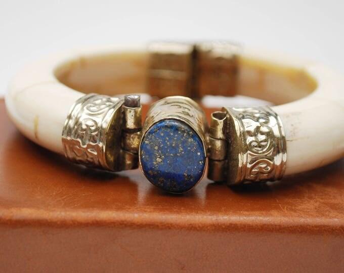 Boho Chunky Bone Lapis bracelet - Blue gemstone - Creamy white brown bone with silver metal - Hinged bangle - India - clamper