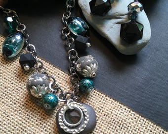 Black and turquoise beaded necklace set