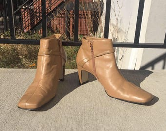 Soft Tan Leather Vintage Mootsies Tootsies Zip Up Ankle Boots