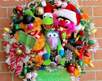 Muppets Merry Little Christmas Wreath, Fozzie Bear, Kermit the Frog, Animal, Gonzo, Popcorn garland, sleigh bell, chain link garland