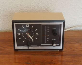 Vintage GE General Electric Analog Clock Radio 1970