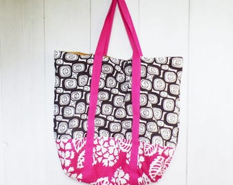 XL bag / shopper bag in cotton fabric with fuchsia flowers and black and white geometric print.