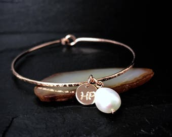 Freshwater Pearl Charm Bracelet / Personalized June Birthstone Gift for Mom, Wife, Sister / White Pearl Bangle / 14k Gold Filled Jewelry