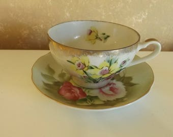 Vintage Cup and Saucer Daffodils and Roses Gold Trim CL4-19