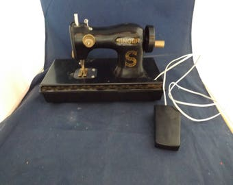 Battery Operated Plastic Singer Sewing Machine