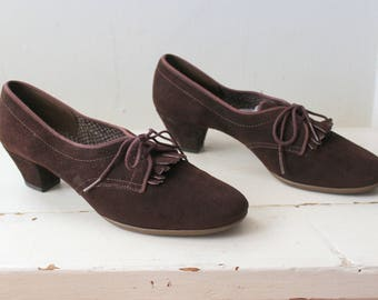 Vintage 1960s Brown Suede Oxfords / 30s Style Oxford Heels / Daniel Green Outdorables
