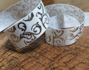 5 yards 7/8 white and silver ribbon. White and silver ribbon, white and silver hairbows, grosgrain ribbon, craft, crafting, sewing