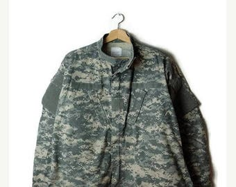 ON SALE Vintage US  Military/Army  Digital Acu Camo /Camouflage zip up Shirt Jacket / size Large Reg*