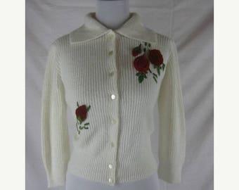 Summer sale Vtg 40s 50s Mainline by Globe Womens Vintage White Orlon Velvet Roses Sweater