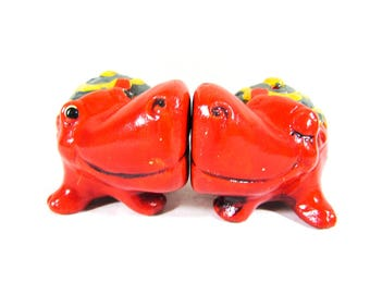 Red Kissing Hippos Salt and Pepper Shakers Yellow and Green Ceramic Kitchen Collectible