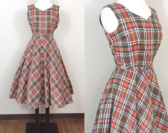 1950s Vintage Dress / Cotton / Plaid / Full skirt / Belted