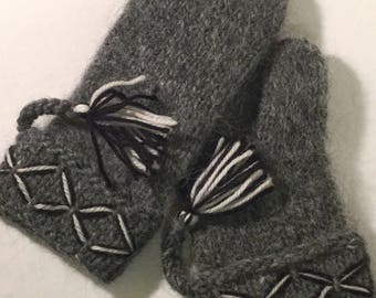 Swedish Lovikka mittens, handmade genuine tradition. Gray embroidered Size M swedish mittens scandinavian design christmas gift folklore