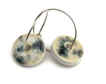 Ceramic jewelry. Nordic Ceramic hoop earring with a retro rustic green and beige glaze. Handmade clay earrings. Unique jewelry woman.