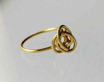 Gold Bloom Wire Ring . gold ring . wire wrapped ring . simple gold ring . flower ring . gold knot ring . gift for her