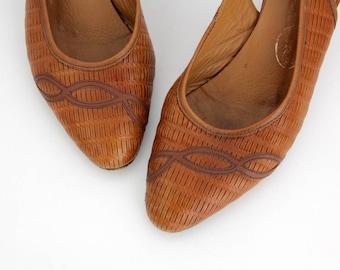 Vintage Shoes // Brown Woven Leather Sling Back Heels // Slingback Sandal