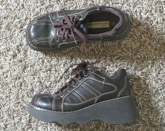 Dark brown vegan platform 90s lace up shoes Sz 8 women's Good condition No boundaries