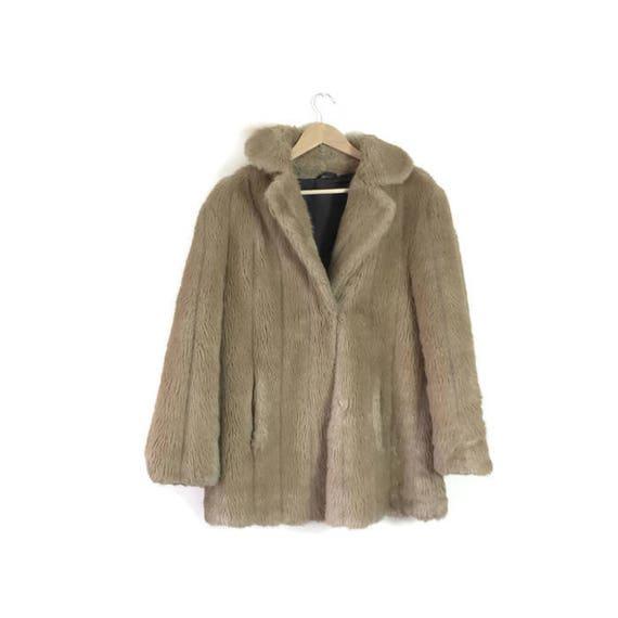 Vintage faux fur coat / boho beige brown faux fur waistlength coat / fluffy brown 80s coat / retro fur coat / synthetic fur coat jacket
