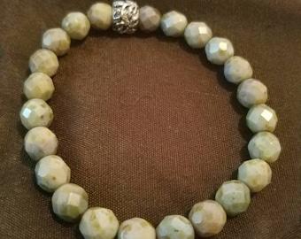 Opague green stretch bracelet