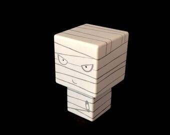 """Figurine cubique en bois décorative """"Momie"""""""
