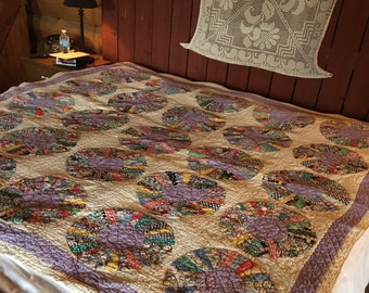 no. 5002 dresden plate quilt in creams and purples