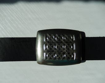 The unique  Nickel-Silver Belt Buckle with hand engraving as a Celtic motif on the black background