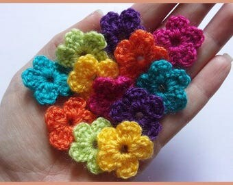 Set of 12 flowers applique crochet woolen 2.5 cm