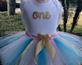 1st Birthday girl outfit,one year old girl birthday outfit,1 year old birthday girl,baby girl 1st birthday outfit,pink and gold tutu outfit