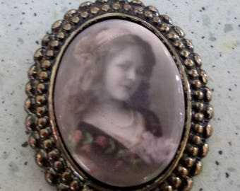 Cameo brooch vintage retro little girl of yesteryear