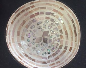 Coconut bowl with Seashell inlaid inside - Mosaic Pearl