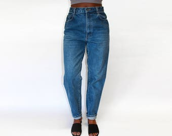 "Size 29"" | Vintage Medium-Dark Wash High Waisted Mom Jeans"
