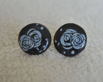 Studs/posts / studs, black, white roses, flowers, floral - elegant and discreet