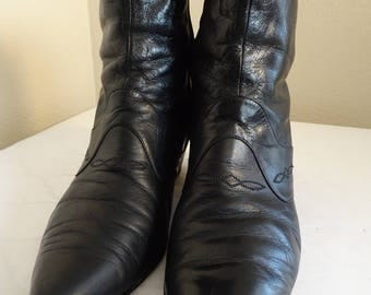 BEAUTIFUL Vintage 1960's Leather Ankle Boots Made In ITALY By 'Vanelli' - USA Size 9