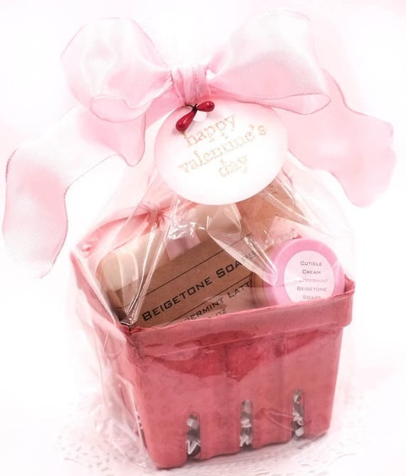 VALENTINE Peppermint Basket | Peppermint Bar, Bath Salts and Cuticle Cream | Refreshing and Unique Treat